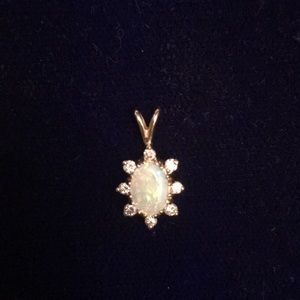 Jewelry - Opal and diamonds pendant head in 14K